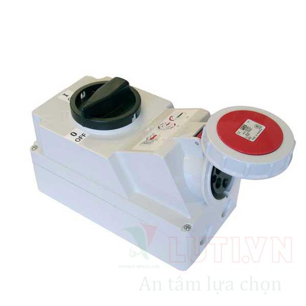 Ổ cắm công nghiệp kèm công tắc loại kín nước F75252-6